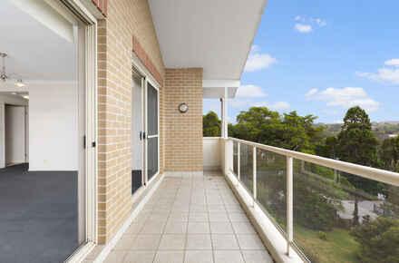 9-Balcony.jpg