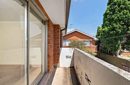 10-Balcony.jpg