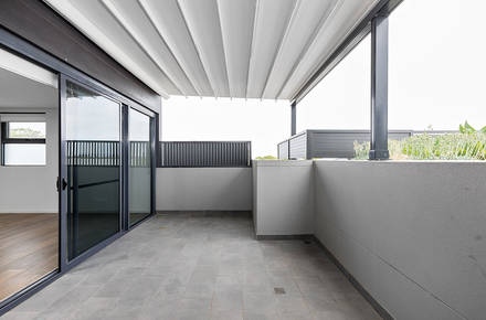 6-Balcony.jpg