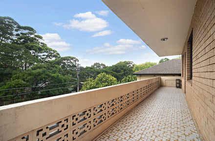 4-Balcony.jpg