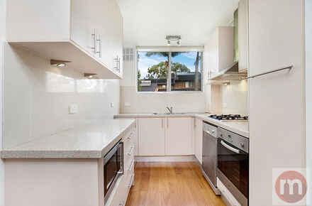 Bortfield-Drive-21-7-Chiswick-Kitchen-Low.jpg