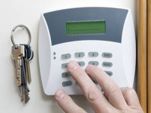 How-safe-is-your-home-while-youre-on-holiday-_157_6048514_0_14049008_300.jpg