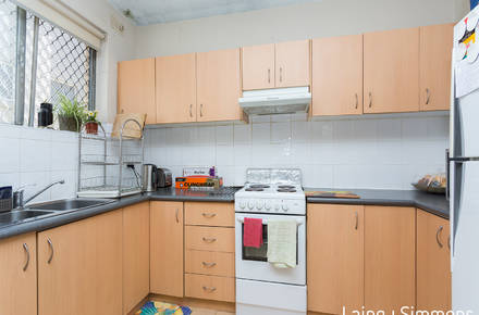 7@11-13 Crown St - kitchen.jpg