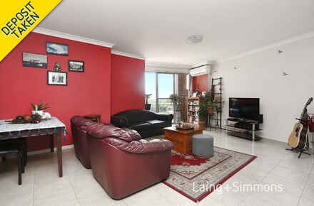 7@548-556 Woodville Road, Guildford lounge.jpg