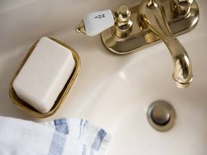 Using-brass-or-gold-instead-of-silver-can-add-value-to-your-bathroom-_157_6059436_0_14111416_1000.jpg