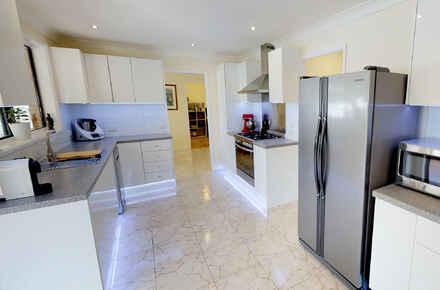 wellesleycres_Kitchen.jpg