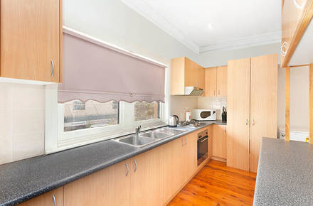 Thompson-St-105a-Drummoyne-kitchen-low.jpg