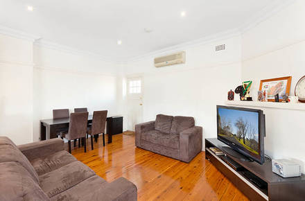 Thompson-St-105a-Drummoyne-lounge-low.jpg