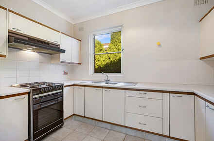 Chuter-Ave-6-116-118-Ramsgate-Beach-Kitchen-Low.jpg