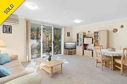 14-Living Room.jpg